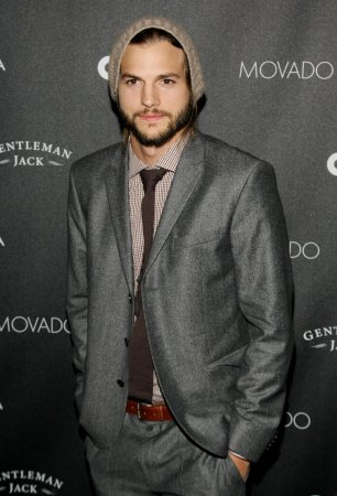 Ashton Kutcher, security guard in shoving match at Stagecoach festival