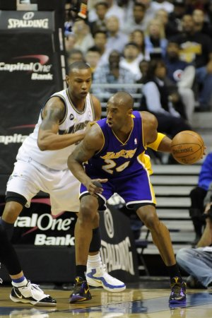 Butler signs with LA Clippers