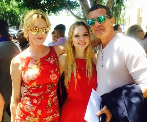 Melanie Griffith, ex Antonio Banderas reunite for daughter's graduation