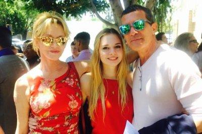 Melanie Griffith, ex Antonio Banderas reunite for daughter's graduation