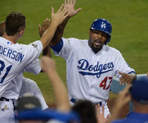 Howie Kendrick to stay with Los Angeles Dodgers