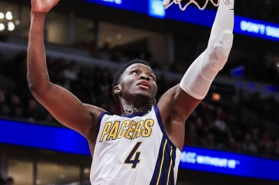 Pacers' Victor Oladipo clowns Knicks with furious finish