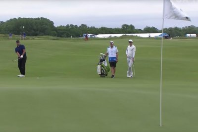Former Cowboys QB Tony Romo chips in eagle at AT&T Byron Nelson