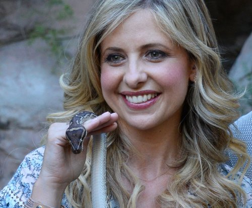 Sarah Michelle Gellar celebrates 13 years with Freddie Prinze, Jr.