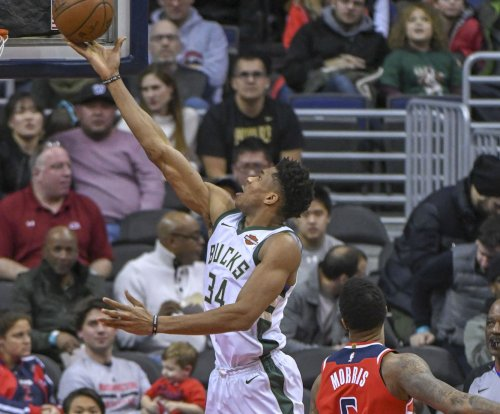 Bucks hope to improve playoff standing vs. Lakers
