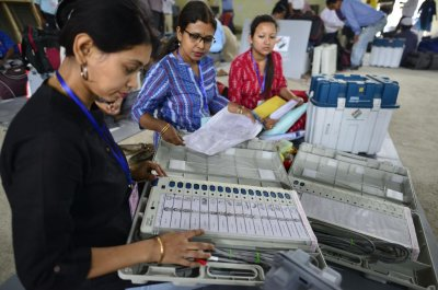 India begins third election phase with deadly clashes