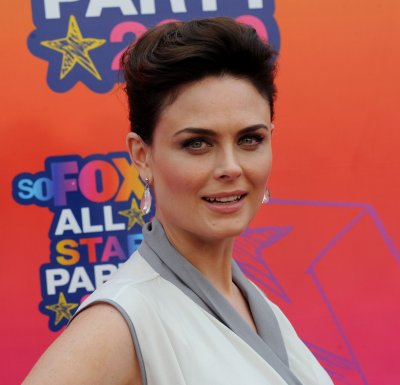Emily Deschanel expecting first child