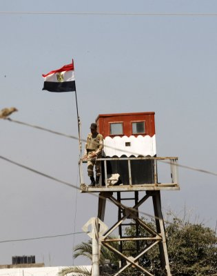 Bomb kills 11 Egyptian security forces