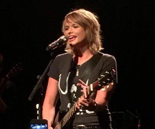 Miranda Lambert ditches signature platinum locks ahead of tour