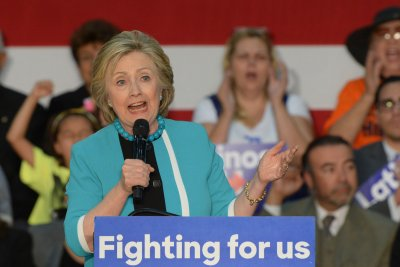 Clinton targeting former Jeb Bush donors on Wall Street