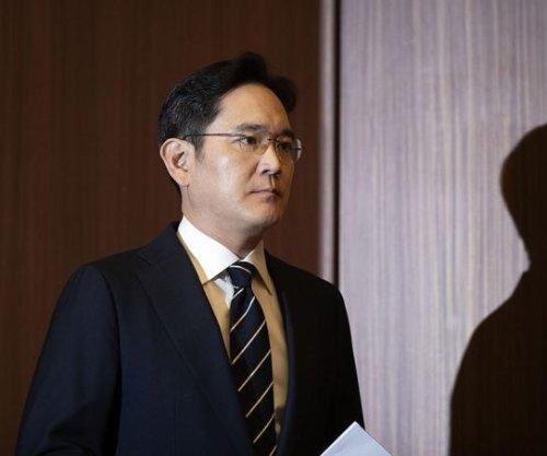 Prosecutors seek arrest warrant for Samsung chief