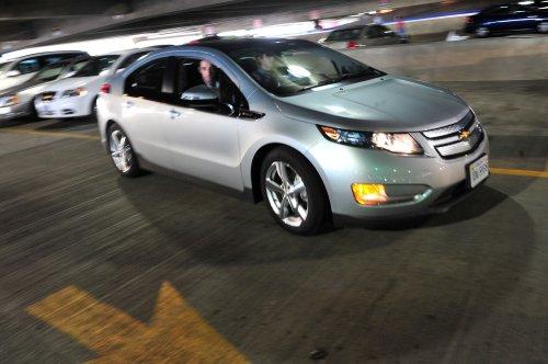 GM halts Volt production, lays off 1,300