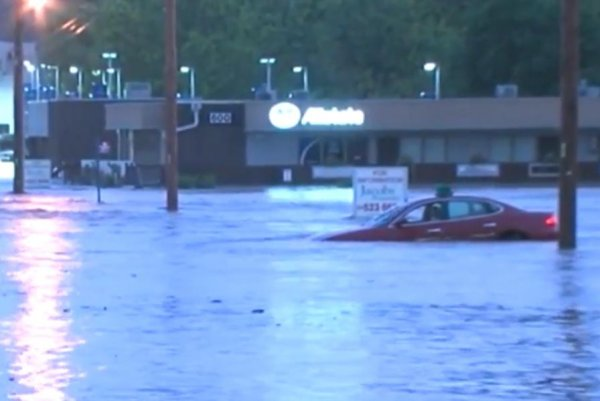 Flash floods damage buildings, sweep away cars in Kansas ...