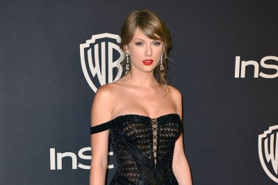 Taylor Swift performs 'King of My Heart' for newly engaged couple
