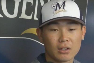 Brewers calling up top prospect Keston Hiura