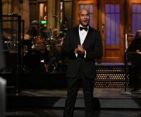 Keegan-Michael Key, Kenan Thompson stand up to heckling Muppets on 'SNL'