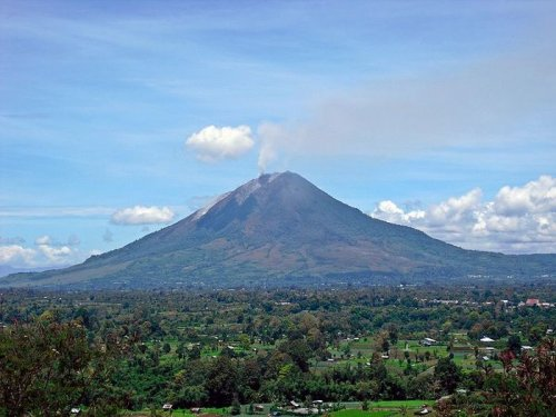 Indonesian volcano may erupt again, keep evacuees from returning home