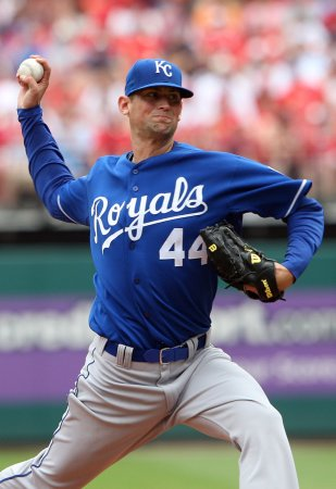 Royals' Hochevar shut down with sprained elbow