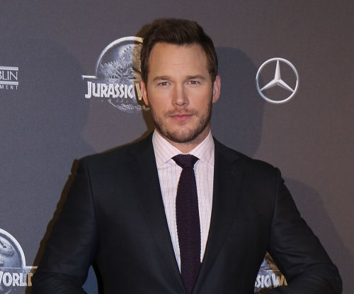 Chris Pratt sings backup vocals for Jimmy Buffett at 'Jurassic World' premier party
