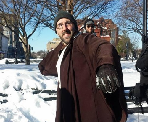 Hundreds turn up for 'Star Wars' snowball fight in D.C.