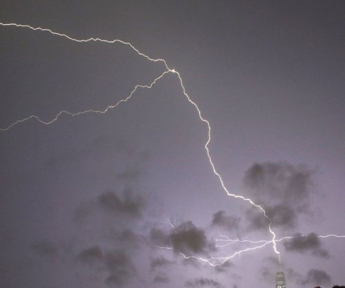 One struck, seven injured in lightning strike on Florida beach