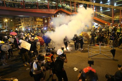 Mob attacks demonstrators at Hong Kong train station