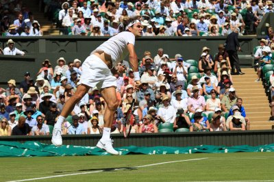 Federer, Murray, Nadal roll in Wimbledon openers