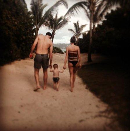 Kristin Cavallari rocks pregnant bathing suit during beach vacation