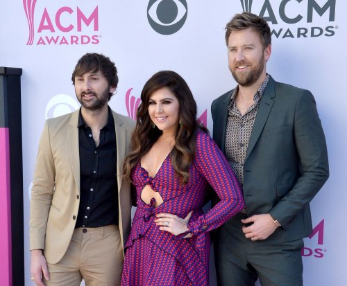 Lady Antebellum singer Hillary Scott expecting twins