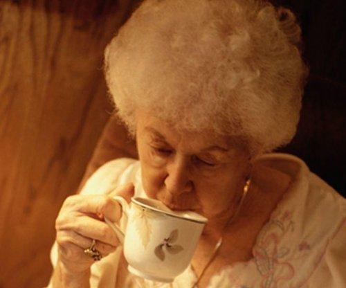 Hot tea may help ward off eye disease, study says