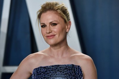 'Flack': Amazon acquires Anna Paquin series