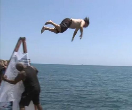 Chicago man jumps into Lake Michigan 365 days in a row
