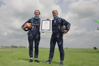 Skydivers complete 32 high and low fives in the air for Guinness record