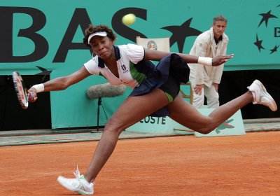Jankovic, Venus advance at French Open