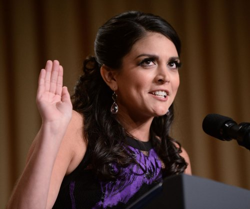 Cecily Strong starts 'Saturday Night Live' with salute to Paris