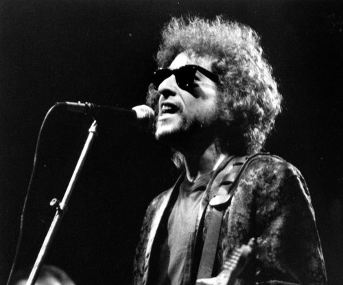 Bob Dylan announces new tour for upcoming album 'Fallen Angels'