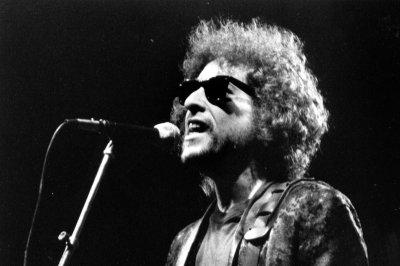 Bob Dylan announces new tour for upcoming album 'Fallen Angels'