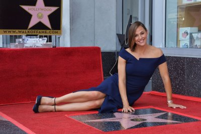 Jennifer Garner gets star on Hollywood Walk of Fame