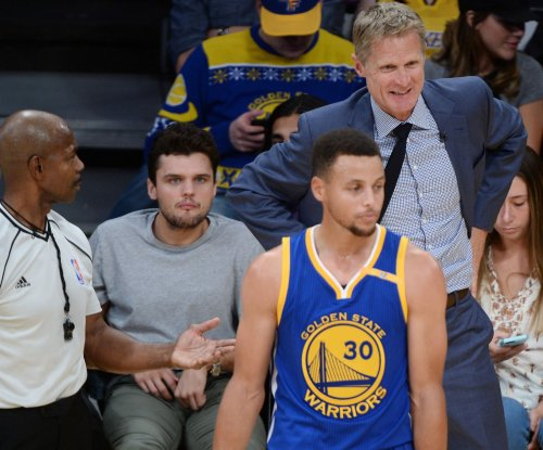 Steve Kerr draws $25,000 fine for calling out refs on traveling