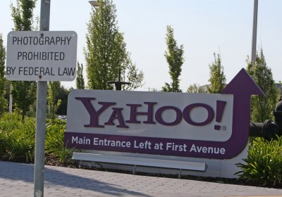 Yahoo! investor Icahn starts proxy fight