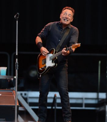 Springsteen's handwritten lyrics sell for $160,000