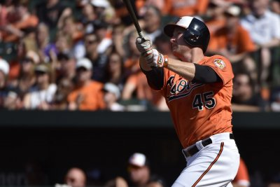 Mark Trumbo powers Baltimore Orioles' over Tampa Bay Rays