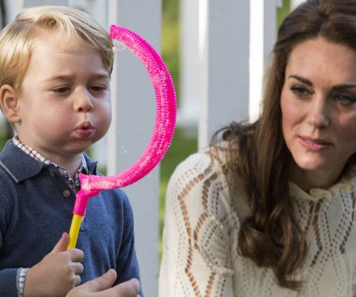 Prince George, Princess Charlotte enjoy playdate in Canada