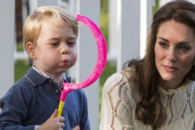 Prince George, Princess Charlotte enjoy playdate in Canada
