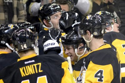 Pittsburgh Penguins blank Vancouver Canucks to extend winning streak