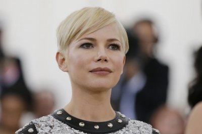 Michelle Williams marries singer-songwriter Phil Elverum