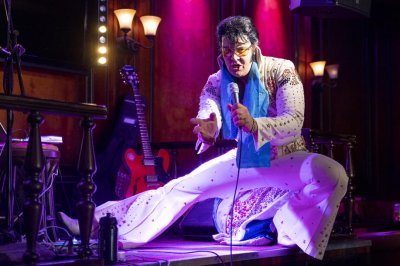 Elvis impersonator sings for over 50 hours to break Guinness record
