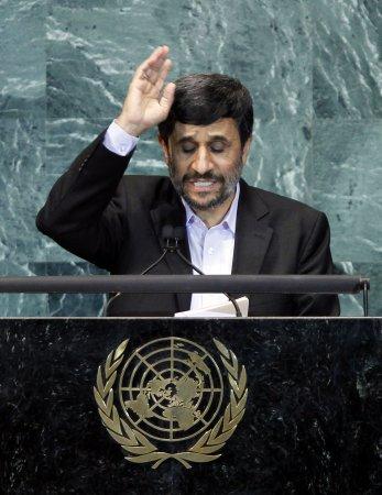 Report: Ahmadinejad, Farrakhan in sit-down