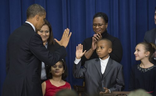 Obama unveils gun-law changes