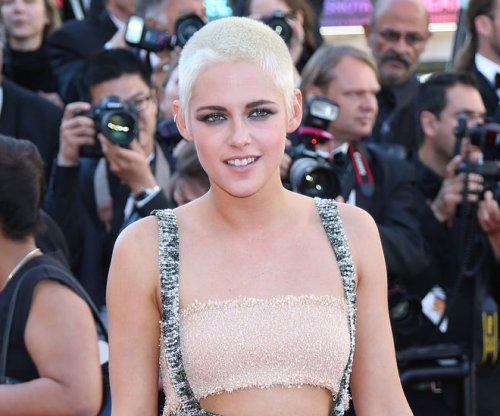 Kristen Stewart, girlfriend Stella Maxwell crash wedding in Canada